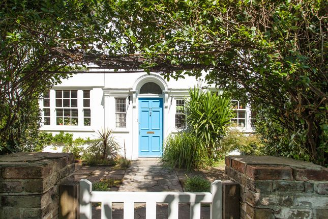 Thumbnail Terraced house for sale in Leigham Avenue, London