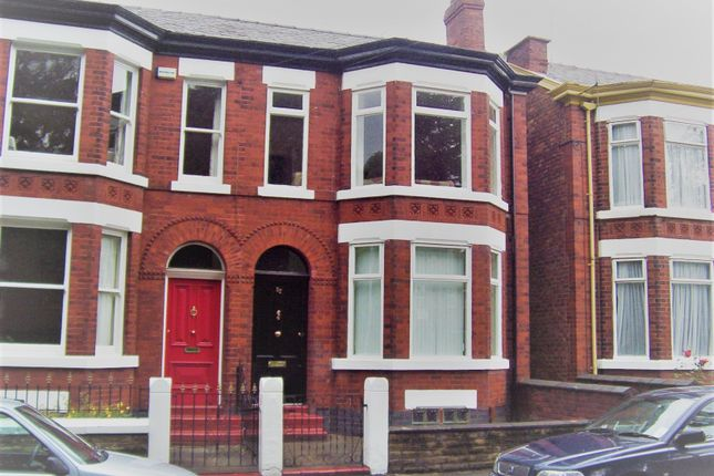 2 bed flat to rent in Kennerley Road, Stockport SK2