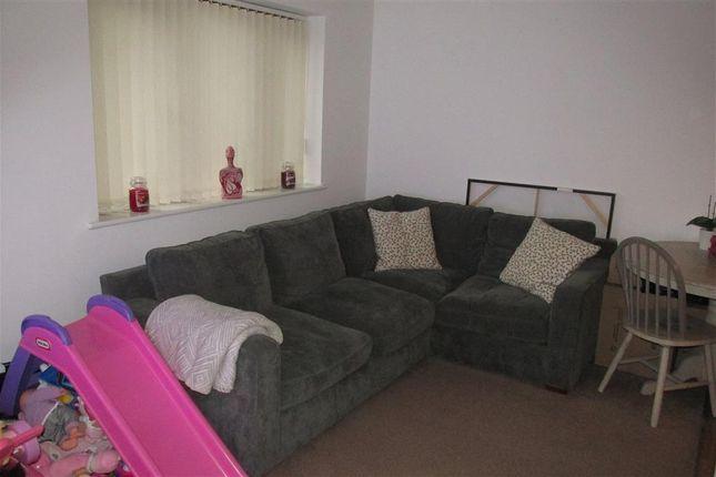 2 bed flat to rent in Glebe Road, Loughor, Swansea SA4