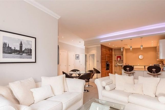 2 bed flat to rent in Whitehouse Apartments, 9 Belvedere Road, South Bank