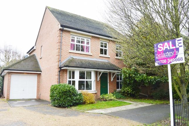 Thumbnail Detached house for sale in Avenue Road, Harold Wood, Romford