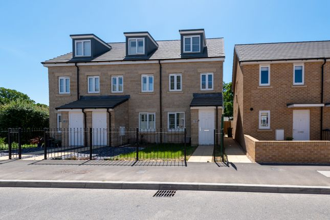 3 bed end terrace house for sale in Montacute Road, Houndstone, Yeovil BA22