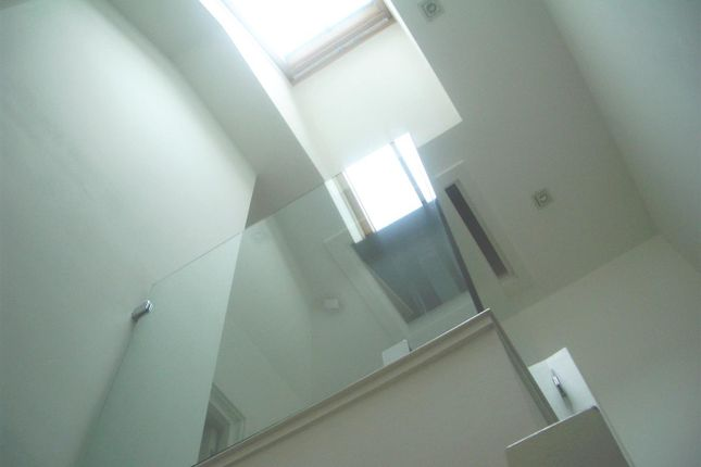 Thumbnail Property to rent in Mutrix Road, London