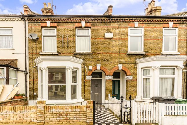 Thumbnail Flat to rent in Queens Road, Walthamstow
