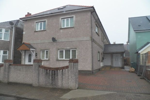 Thumbnail Flat to rent in Stratford Road, Milford Haven