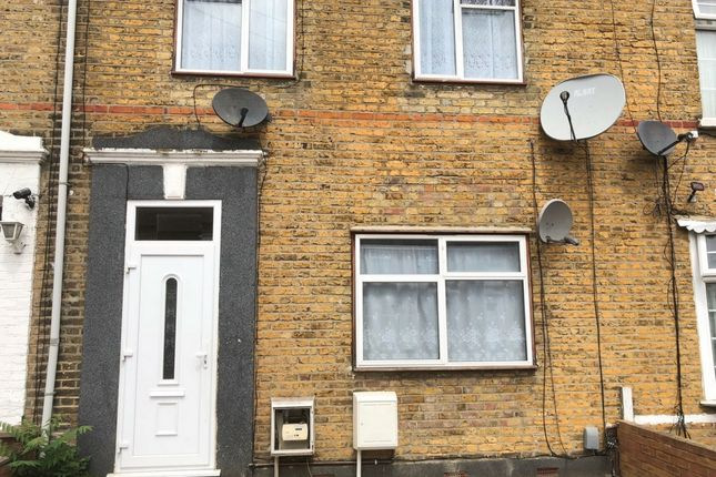 Thumbnail Flat to rent in Grange Road, Ilford