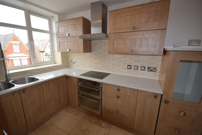 Thumbnail Flat to rent in Tennyson Avenue, Bridlington