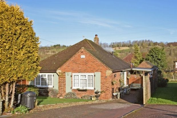2 Bed Detached Bungalow For Sale In Turnpike Drive Pratts Bottom Orpington