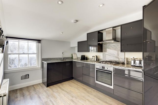 2 bed flat for sale in Maida Avenue, London
