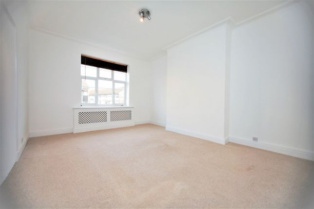 Thumbnail Flat to rent in Windsor Court, Golders Green Road, Golders Green