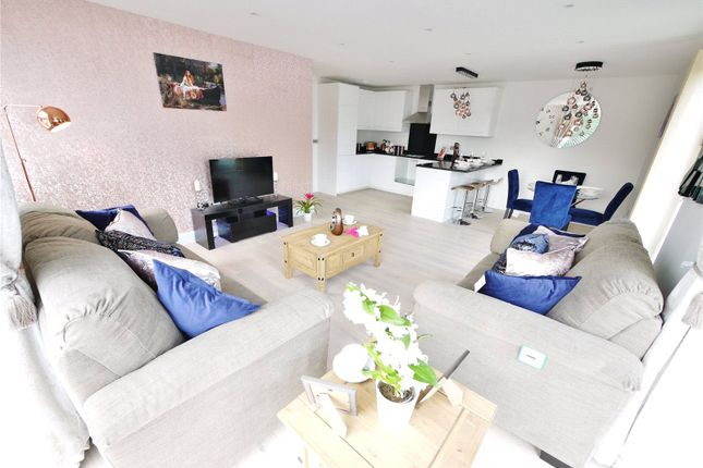 Thumbnail Flat for sale in Ongar Road, Brentwood, Essex