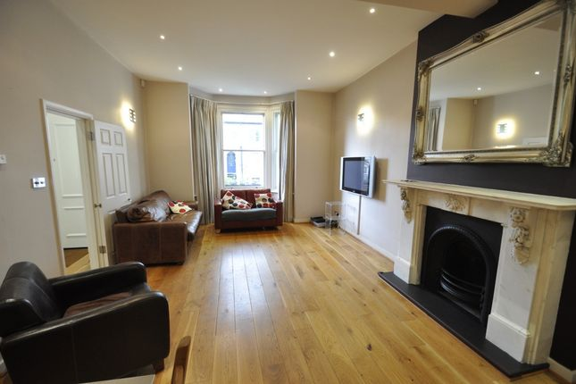 Thumbnail Flat to rent in Cambridge Road South, Chiswick