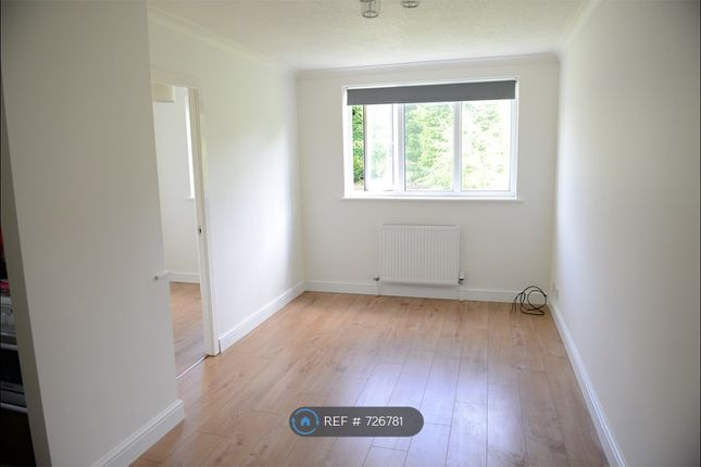 Thumbnail Flat to rent in Glossop, Glossop