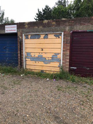 Parking/garage to let in Paddocks Close, Harrow