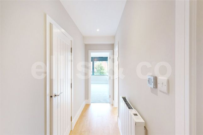 Picture No. 38 of 111 - 125 Shenley Road, Borehamwood, Hertfordshire WD6