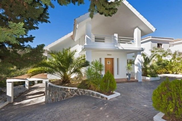 2. Villa And Entrance Way