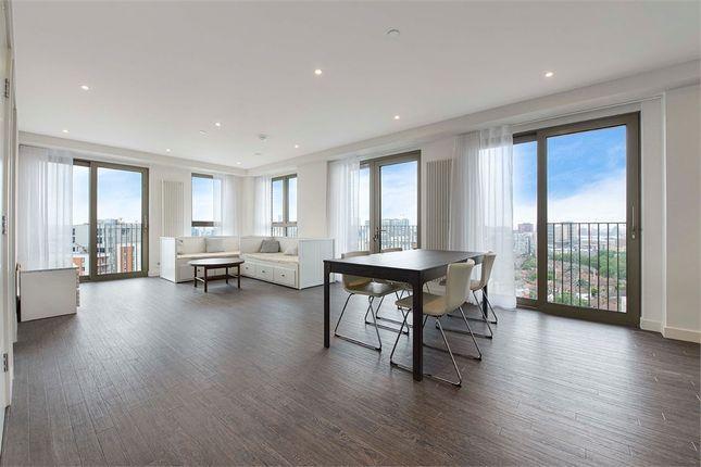 Thumbnail Flat to rent in Royal Docks West, 12 Western Gateway, London
