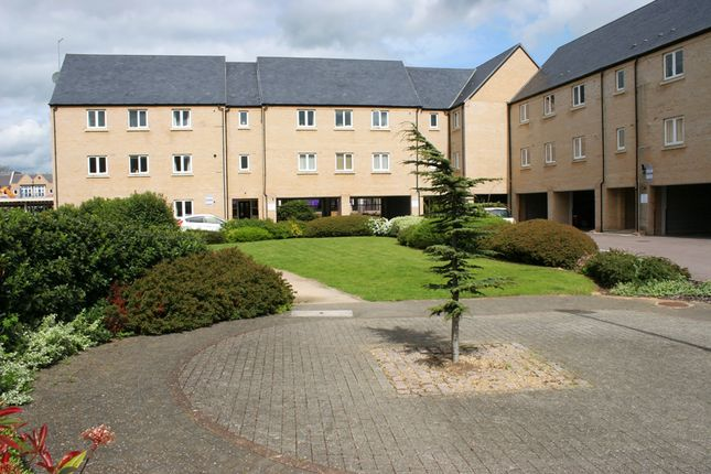 2 bed flat to rent in Skipper Way, Little Paxton, St Neots