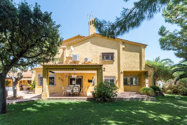 Villa for sale in San Antonio De Benageber, Valencia, Spain