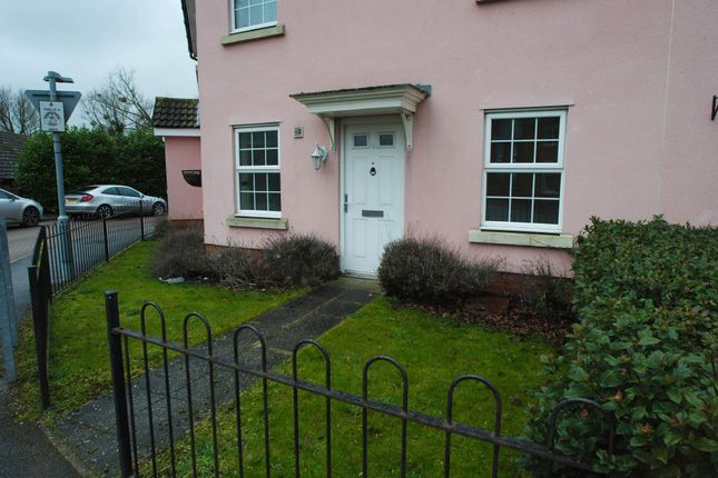 2 bed flat to rent in Orchard Close, Eye