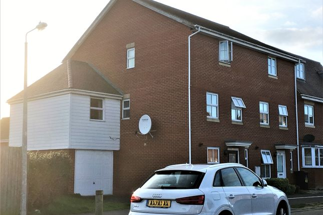 Thumbnail Room to rent in Hakewill Way, Colchester