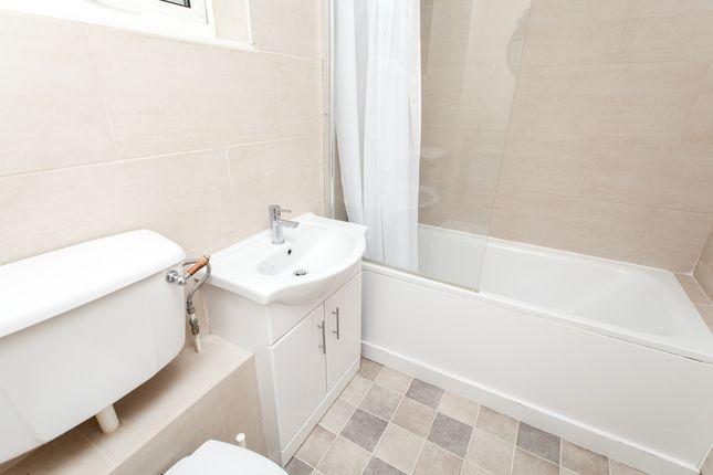 Bathroom of Cowenbeath Path, Islington N1