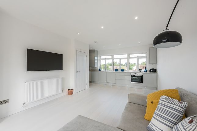 Thumbnail Maisonette to rent in Burkes Road, Beaconsfield