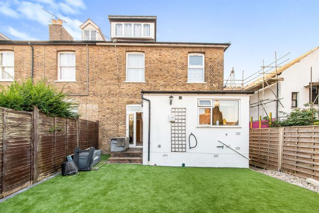 3 bed flat for sale in Grosvenor Road, Watford WD17