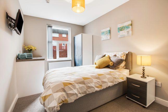 Thumbnail Room to rent in Ashton Road, Oldham