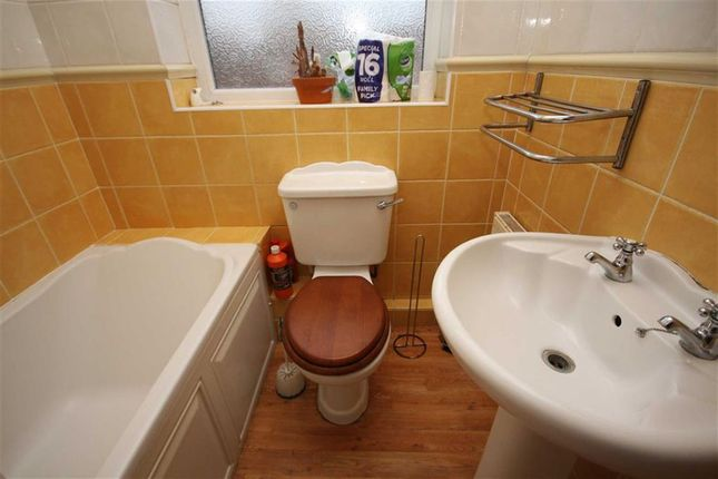 Bathroom of Crown Street, Leyland PR25