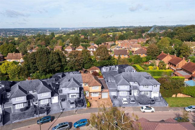 Thumbnail Semi-detached house for sale in Broomfield Rise, Abbots Langley, Hertfordshire