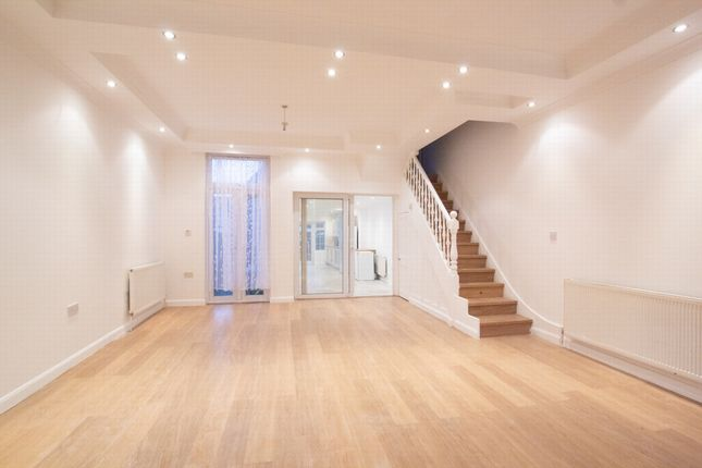 Thumbnail Terraced house to rent in Moffat Road, Palmers Green