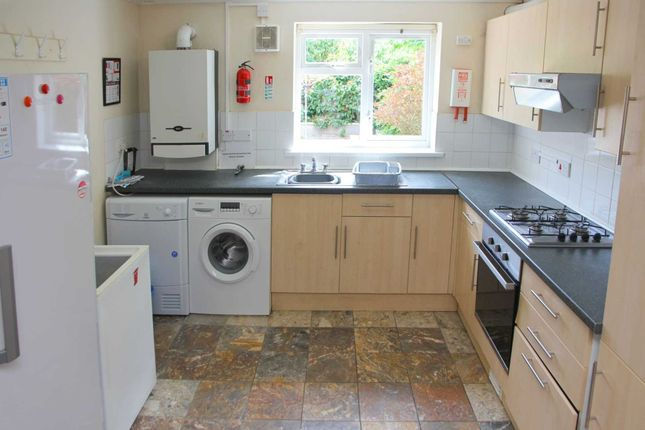 6 bed terraced house to rent in Christchurch Road, Reading