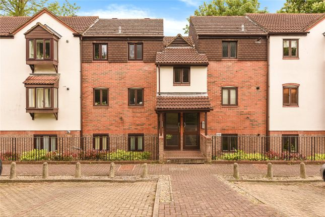2 bed flat for sale in Pages Lane, Uxbridge, Middlesex