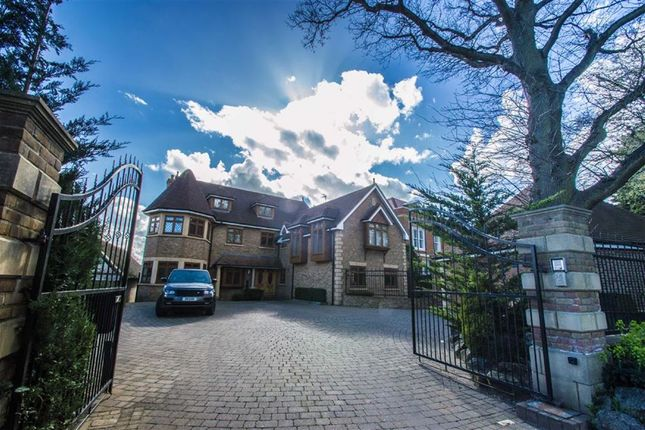 Thumbnail Detached house for sale in Baas Hill, Broxbourne, Hertfordshire