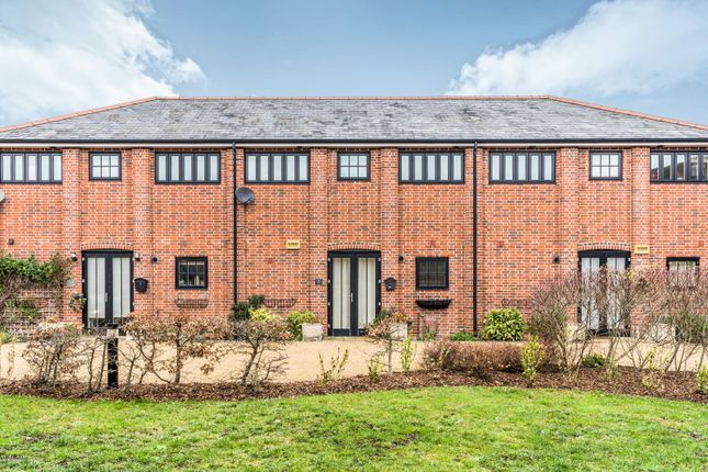 3 bed terraced house to rent in Barn Close, Fareham PO14