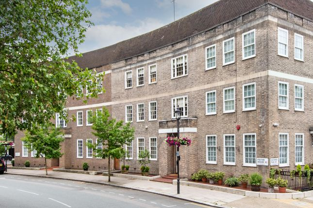 Thumbnail Terraced house for sale in Hyde Park Crescent, Hyde Park Estate, London