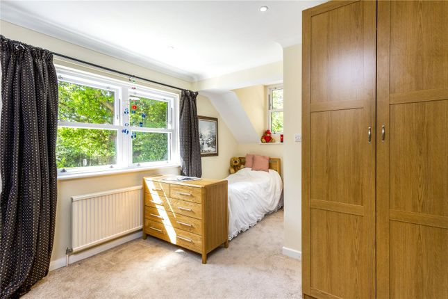 Picture No. 34 of The Glade, Kingswood, Tadworth, Surrey KT20