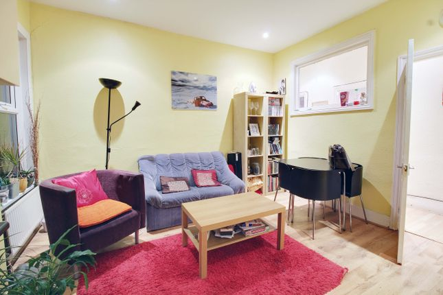 Thumbnail Flat to rent in Long Lane, Finchley Central