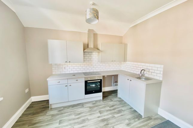 2 bed flat to rent in Amherst Crescent, Barry CF62