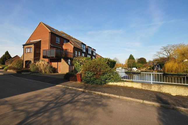 Thumbnail Duplex to rent in Temple Mill Island, Marlow