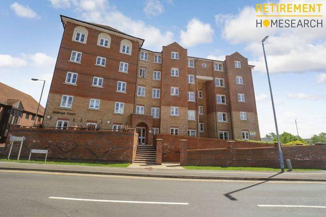 Thumbnail Flat for sale in Holmes Court, Tonbridge