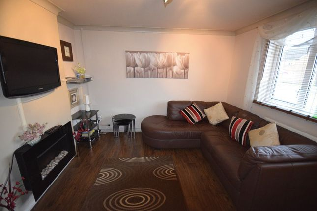 Thumbnail Flat to rent in Dean Road, Wrexham