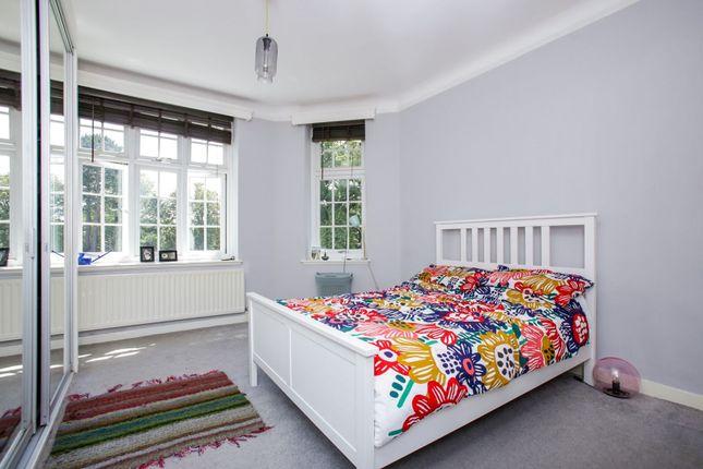 Bedroom of 15 Portley Wood Road, Whyteleafe CR3