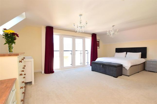 Bedroom 1 of Kilnwood Close, Faygate, Horsham, West Sussex RH12