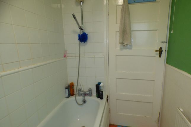 Bathroom of Oakleigh Court, East Barnet EN4