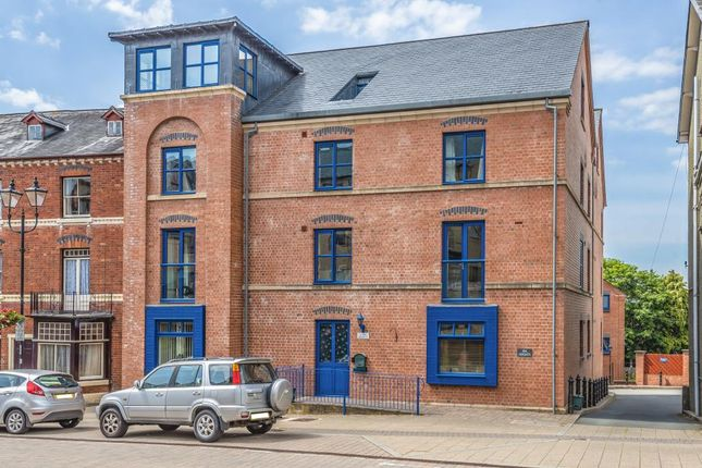 Thumbnail Flat for sale in Spa Heights, Llandrindod Wells