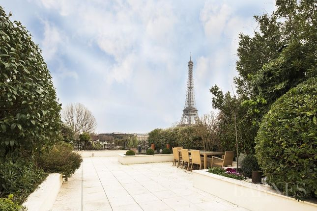 Thumbnail Apartment for sale in Paris 16th (Chaillot), 75016, France