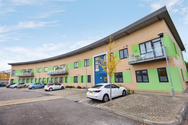 Thumbnail Flat for sale in Harbour Crescent, Portishead, Bristol