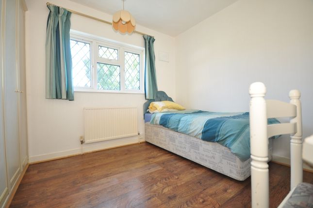 Room to rent in Amberley Drive, Hove